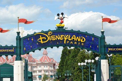 Viaje a Disneyland París: Vuelos + 3 noches Hotel Explorers con desayuno + entrada un día por sólo 141 Euros